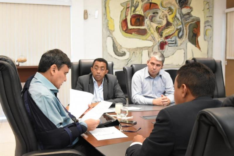 Governador Wellington Dias autoriza obras de asfaltamento e calçamento em Floriano