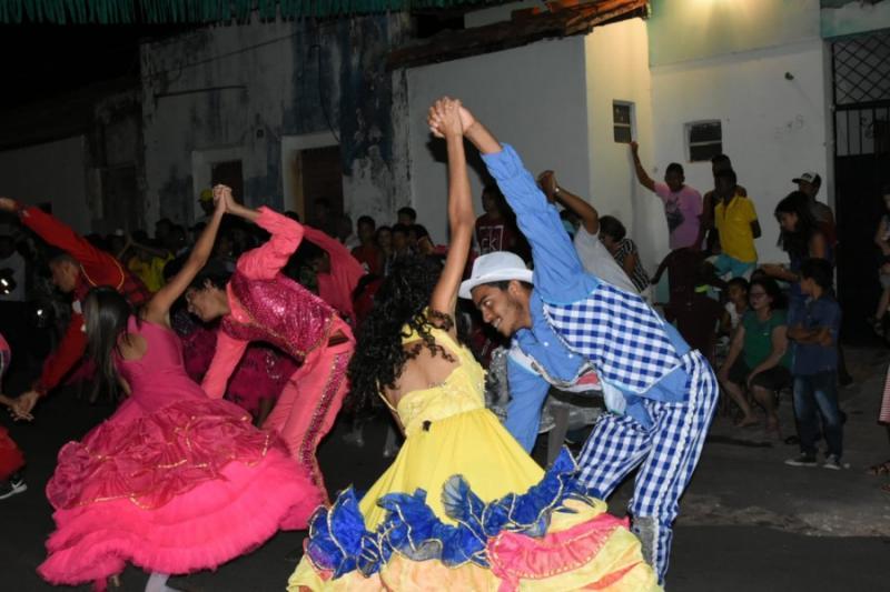 'Arraiá Itinerante' leva cultura junina e popular aos bairros de Floriano