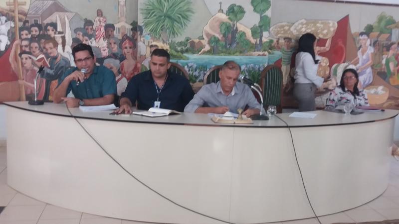Seção do legislativo em Simplício Mendes termina com bate-boca e mal estar