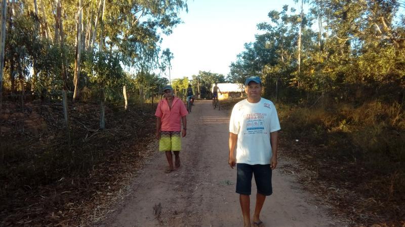 Moradores recebem apoio para encanação de água em povoado rural