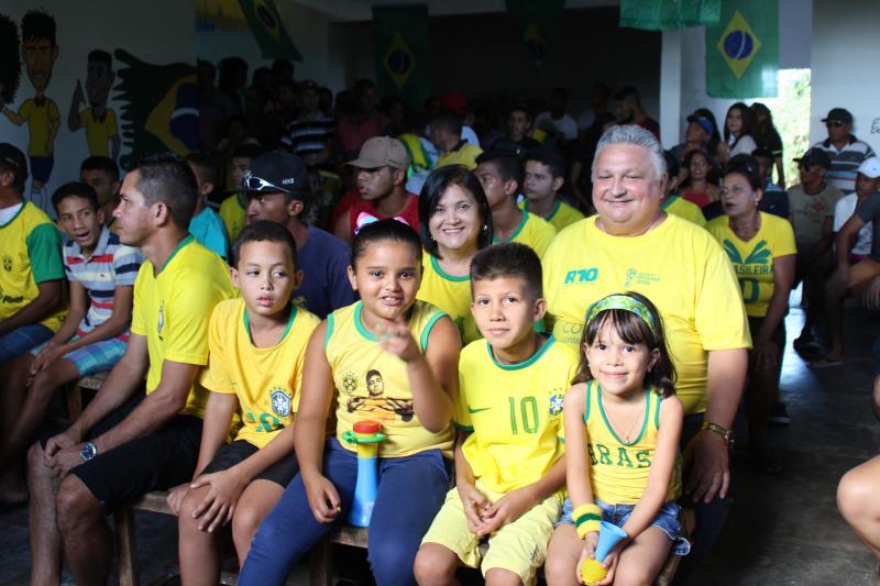 Prefeito de Lagoinha reuniu moradores para assistir jogo do Brasil nesse domingo