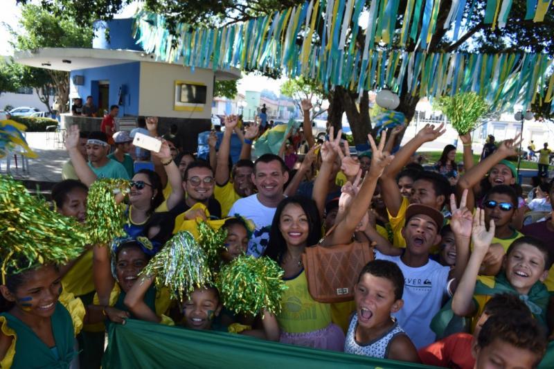 Prefeitura entrega premiação para ruas vitoriosas do Luzilândia Na Copa
