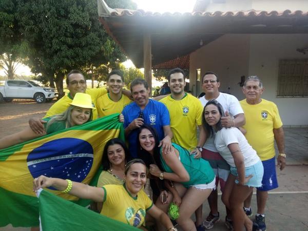Portal R10 registra torcida em Guadalupe na estreia de nossa seleção na Copa