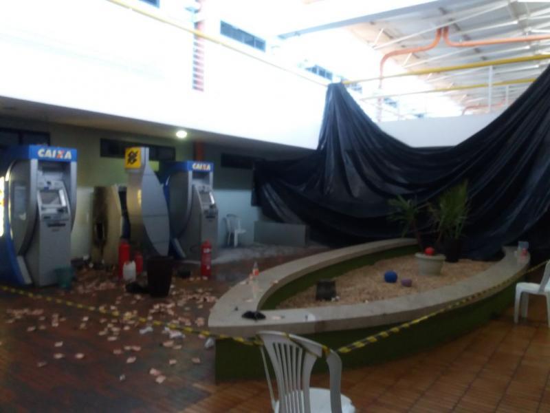 Bandidos explodem caixa eletrônico da Câmara de Teresina