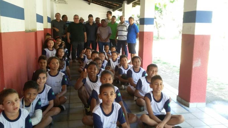 Prefeitura de Lagoinha do Piauí realiza entrega de mais 450 kits escolares na rede municipal