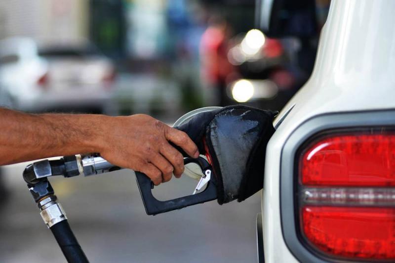 Preço da gasolina volta a subir e se aproxima de recorde no ano