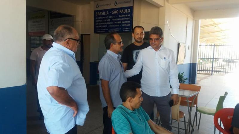 Prefeito Murilo visita o terminal Rodoviário de Corrente