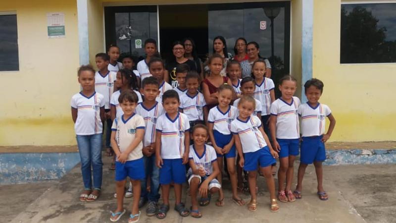 Alunos e professores visitam sede e órgãos públicos de Francisco Ayres