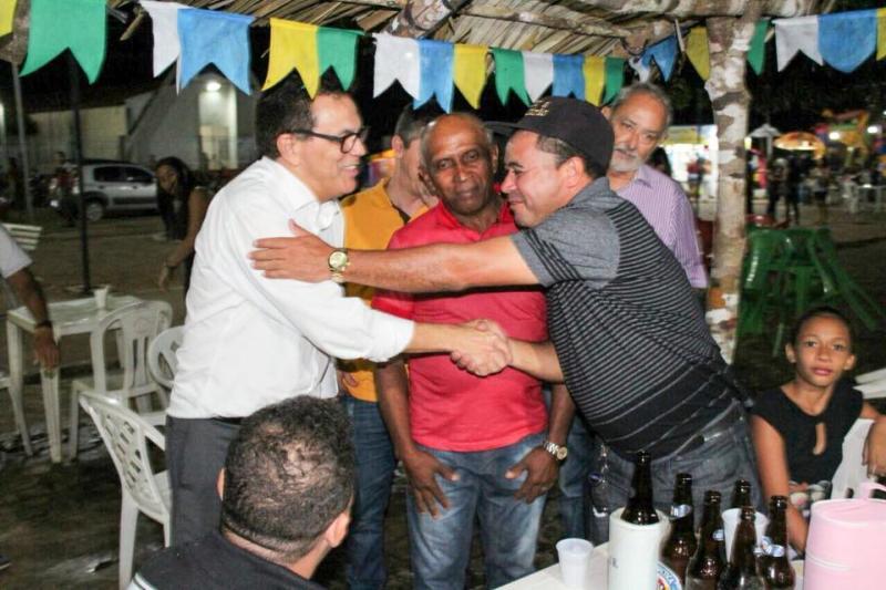 Deputado Zé Santana participa dos festejos de Capitão de Campos