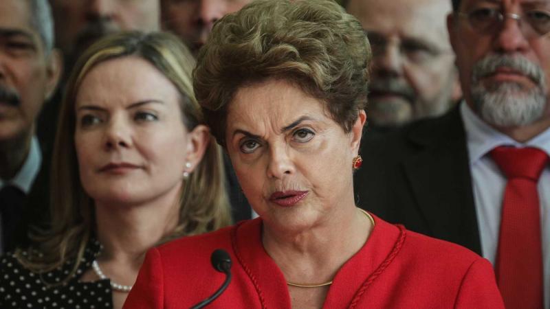 Dilma e conselho da Petrobras são processados por compra de refinaria