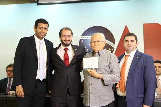 Homenagens e lançamento de livro marcam solenidade  na OAB