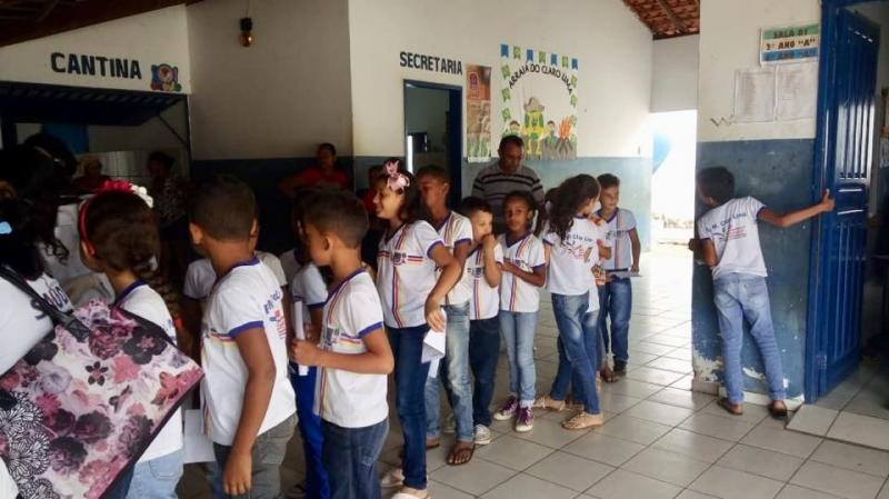 Secretaria municipal de saúde realiza campanha de verminose em escola do município