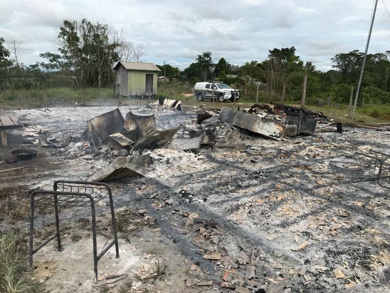 Aluno queima escola após professor chamar atenção por atraso