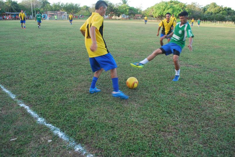 Começou neste fim de semana, o 7º Campeonato do Povoado Nova Vila em Magalhães de Almeida