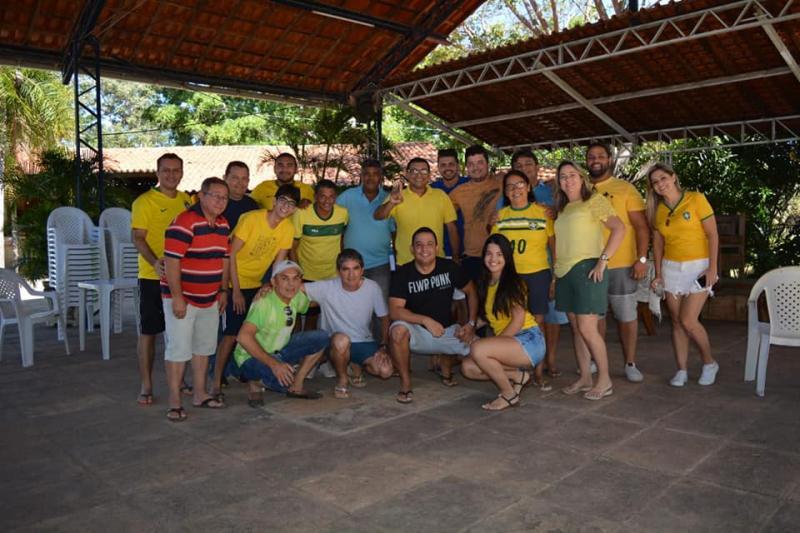 Demerval Lobão | autoridades locais e amigos se reúnem para assistir aos jogos da copa