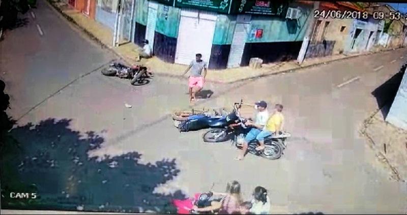 Vendedor fica ferido após colisão entre motocicletas em Esperantina