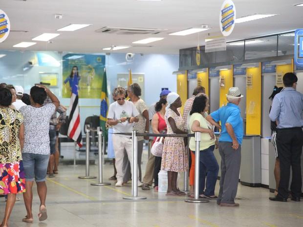Por causa do jogo do Brasil, bancos funcionam em horário especial