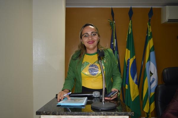 Vereadora Hélvia Almeida - PSD, solicita imagem de Padroeira no Portal da Cidade