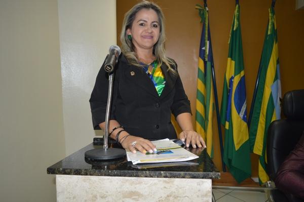 Vereadora Luciana Martins - PCdoB, parabeniza Júlio César por seu trabalho em favor do Piauí