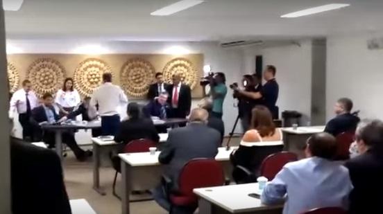 Sessão na Alepi é interrompida por confusão entre Robert Rios e Evaldo Gomes