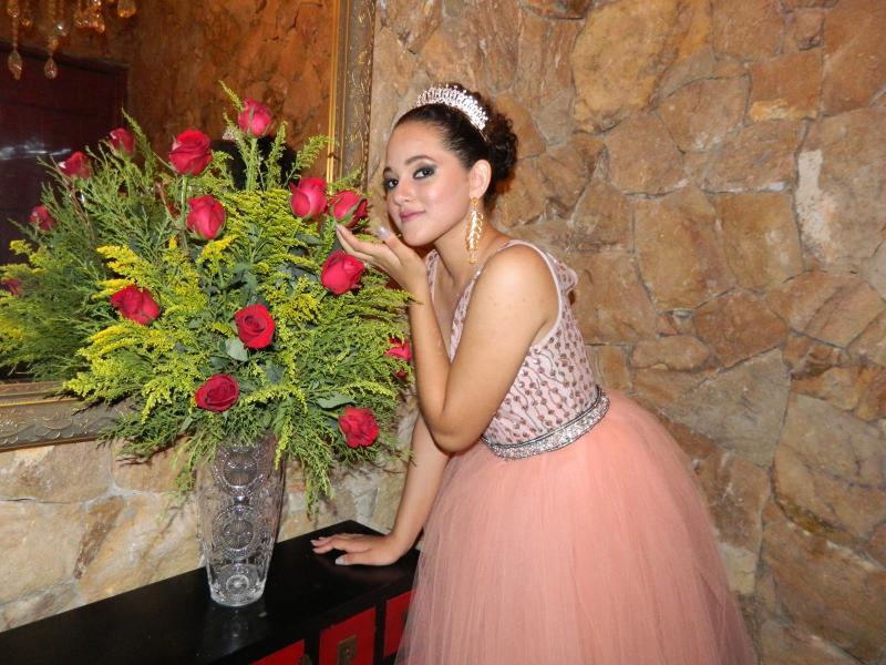 No ambiente de sua festa de 15 anos: Deborah Cristina