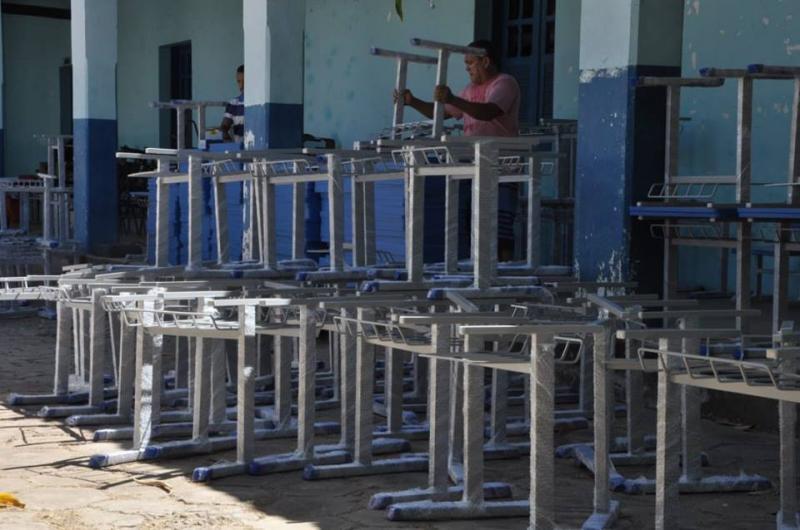 Secretaria de Educação se prepara para reposição de carteiras escolares