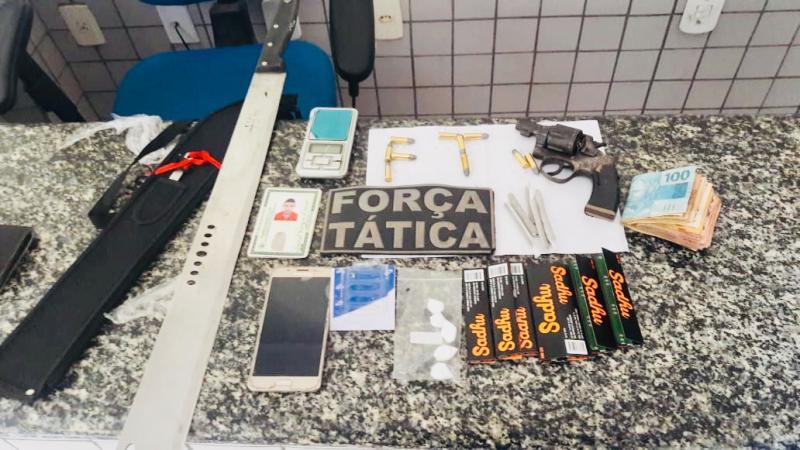 Casal é preso suspeito de tráfico de drogas e porte ilegal de arma no Piauí