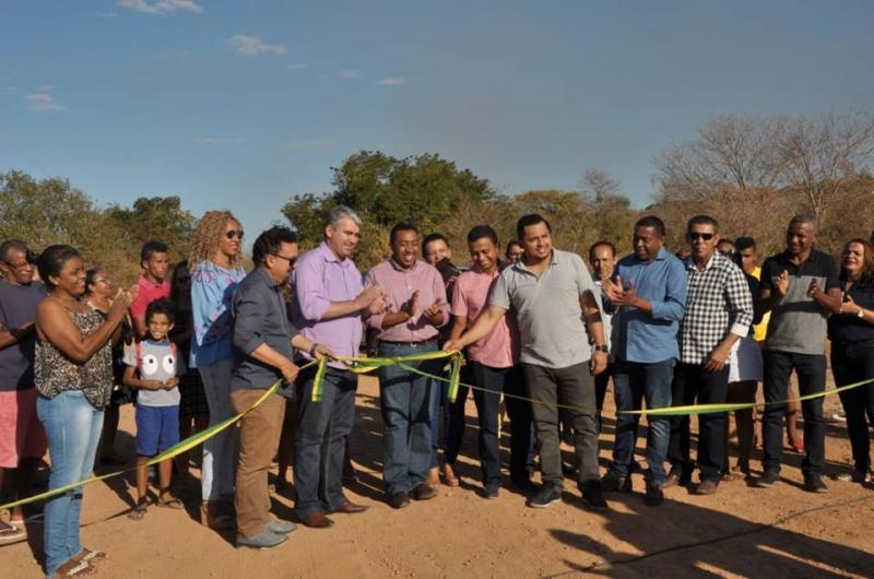 Prefeitura de Floriano entrega obra de restauração de estrada no distrito Amolar