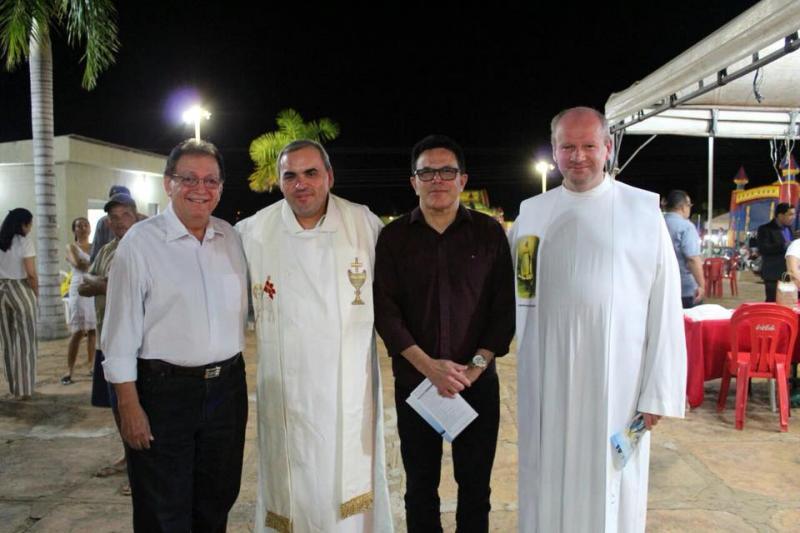 Deputado Zé Santana participa dos festejos de Castelo do Piauí