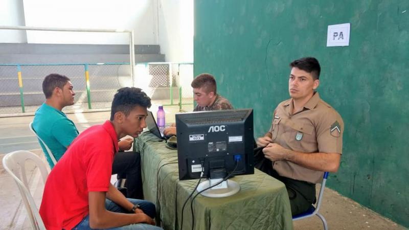 Jovens estão sendo selecionados para Recrutamento Militar em Floriano após 26 anos