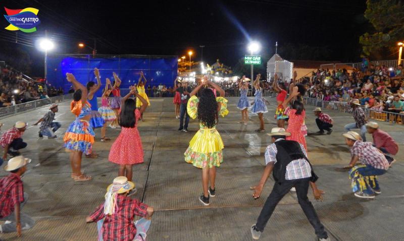 Primeira noite do Arraiá das Águas em Cristino Castro