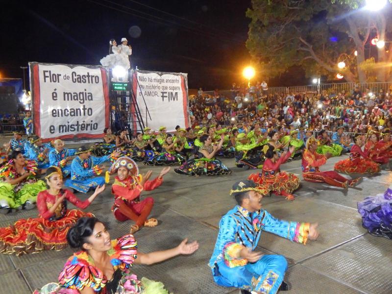 Espetáculo de danças e quadrilhas escolares contagia de alegria a segunda noite do Arraiá da Águas