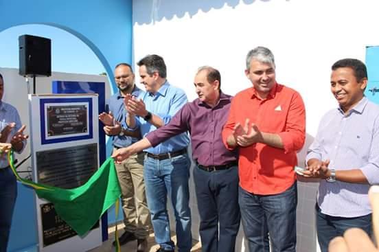 Dr. Francisco Costa participa da entrega de reforma do colégio em Floriano
