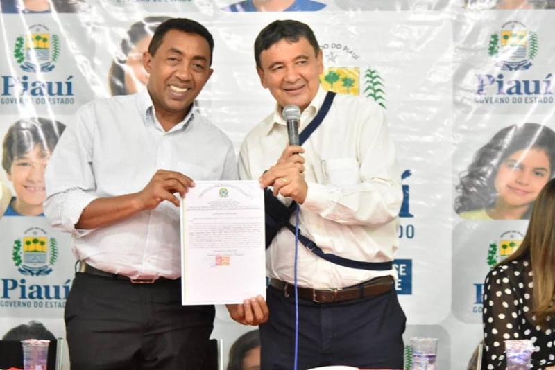 Prefeitura realiza regularização fundiária de conjunto habitacional em Floriano