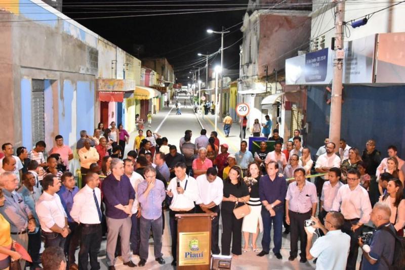 Urbanização da Rua São Pedro é entregue à população de Floriano