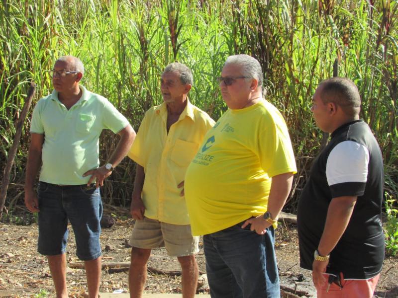 Prefeito Dr. Alcione Barbosa Viana visita comunidade Baixão do coco dos Carlos