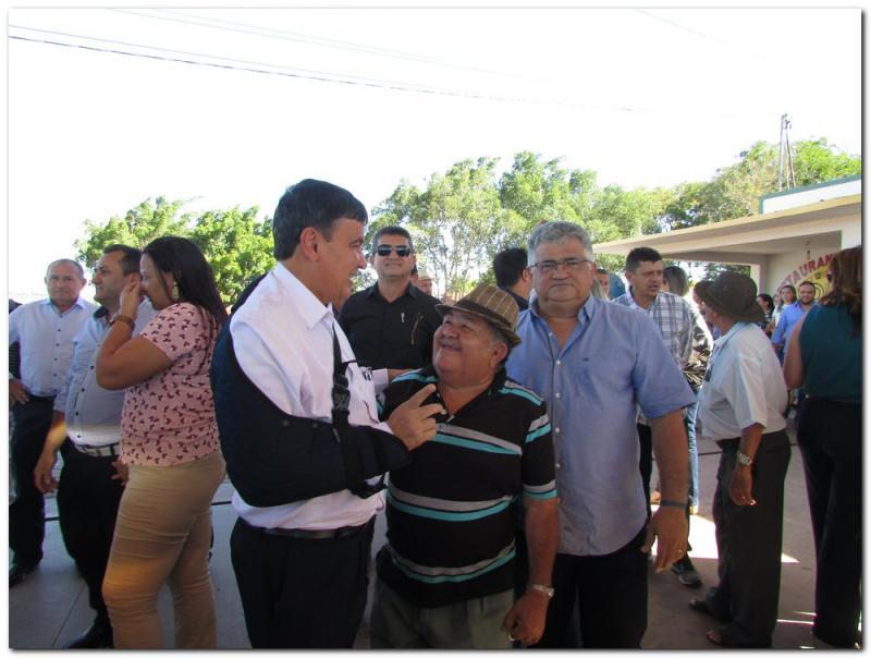 Governador inaugura obras e assina ordens de serviços em Inhuma