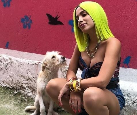 Confira imagens de Anitta nas gravações de novo clipe