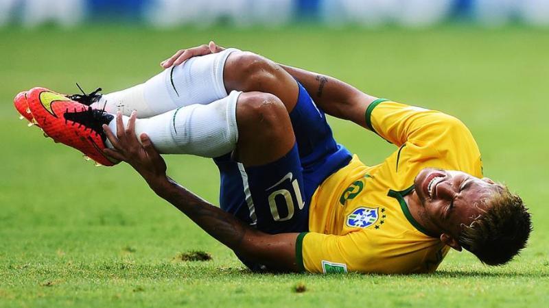 Neymar passou 14 minutos caído no gramados durante a Copa do Mundo