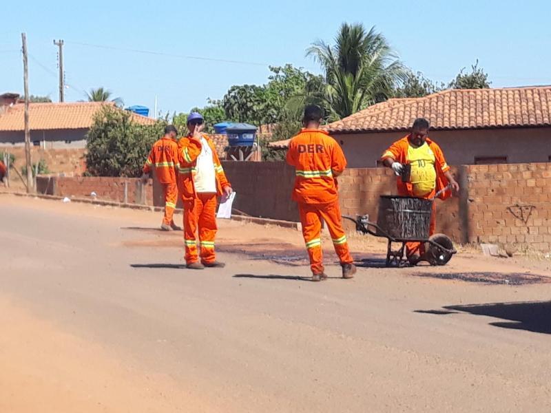 Departamento de estradas e rodagens realiza operação tapa buracos em Barra D'Alcântara