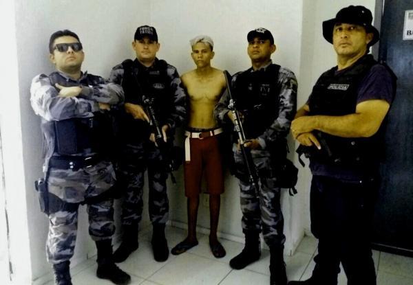 Jovem é preso após tentar ferir policial com faca no Piauí
