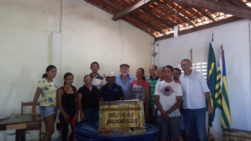 Prefeitura de Francisco Ayres entrega kits de irrigação para agricultores