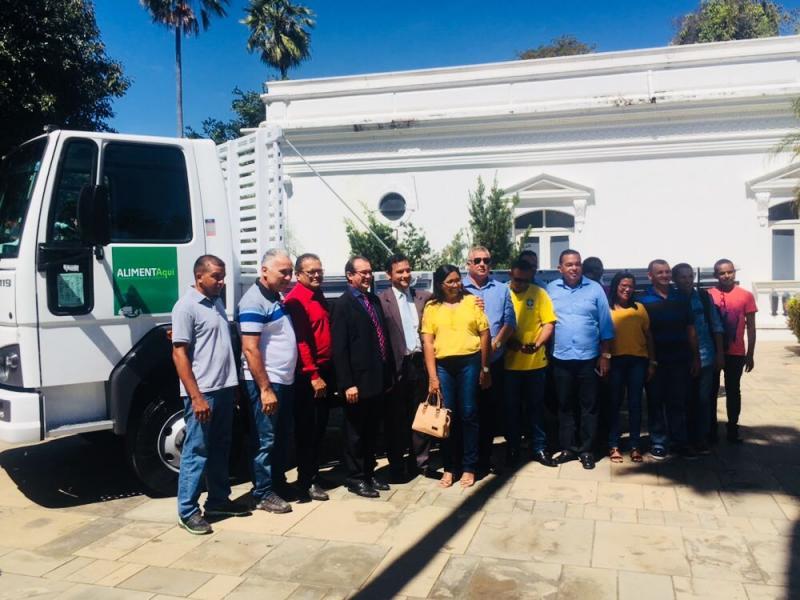 Governo entrega veículos e kits de irrigação para municípios do Piauí