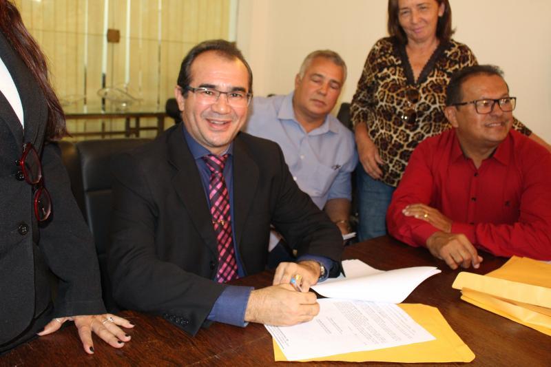 Nazária recebe caminhão para ajudar na agricultura familiar do município