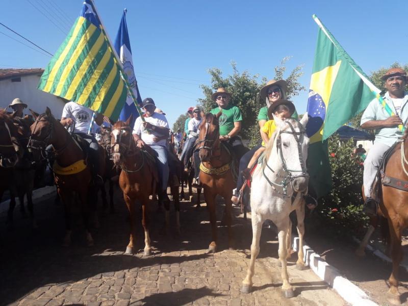 Olho D'água realiza primeira cavalgada e dá início aos festejos da cidade