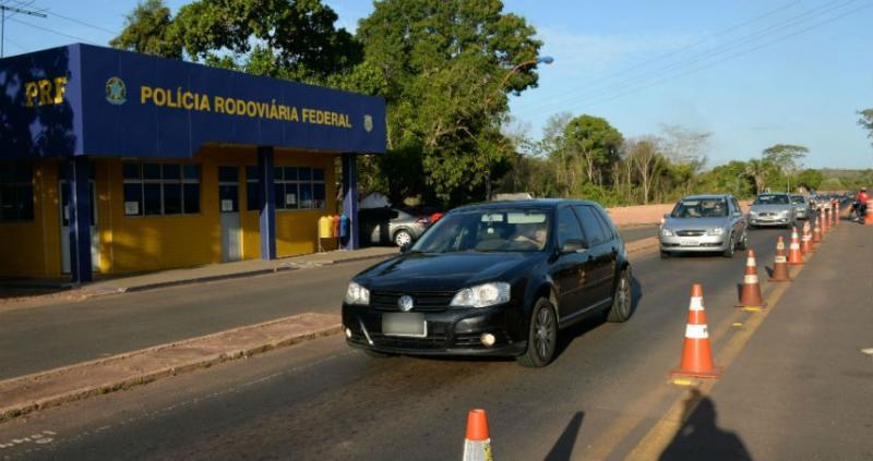 PRF apreende carro de luxo com mais de R$ 16 mil em débitos na BR-343
