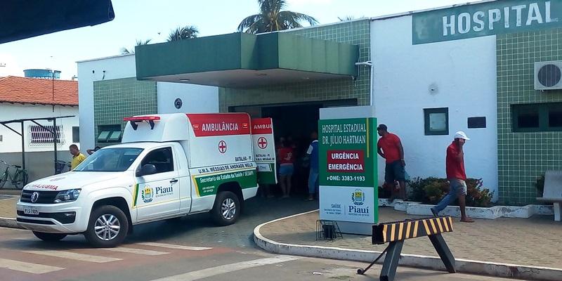 Colisão entre ônibus e moto deixa jovens gravemente feridos no Piauí