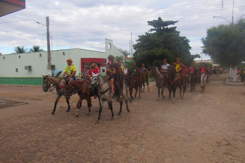 Veja fotos do desfile dos vaqueiros neste domingo (08) em São João do Arraial