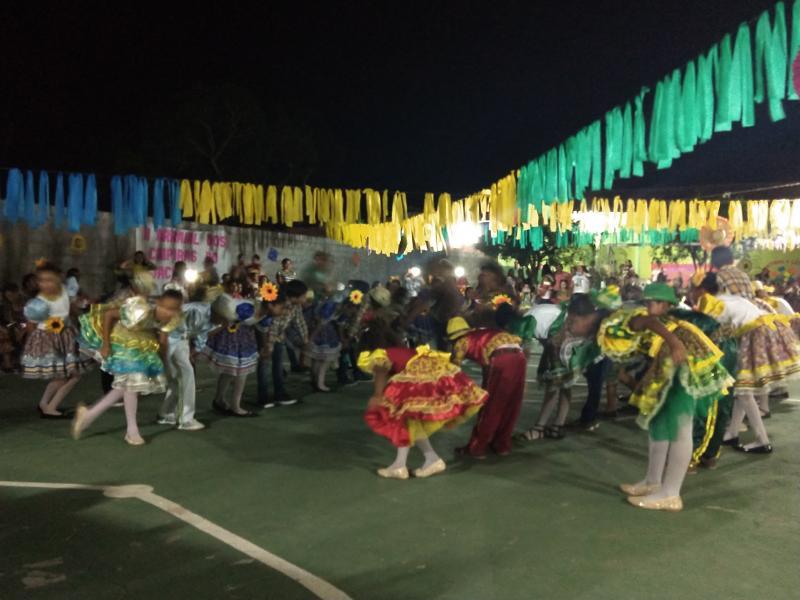 Escola mun. Tia Jacinta em Demerval Lobão promove animado arraiá na comunidade mutirão