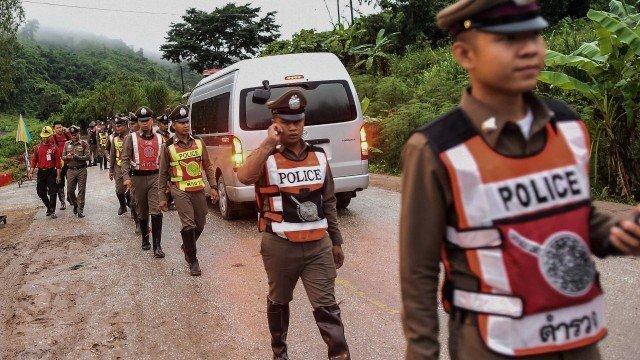 Oito garotos já foram retirados de caverna na Tailândia